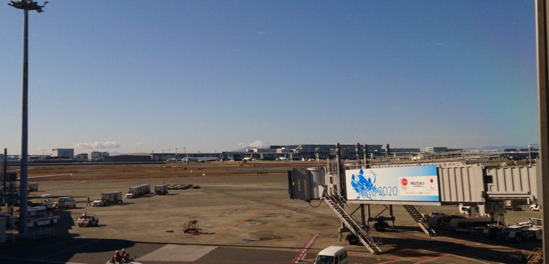 羽田空港から見る富士山